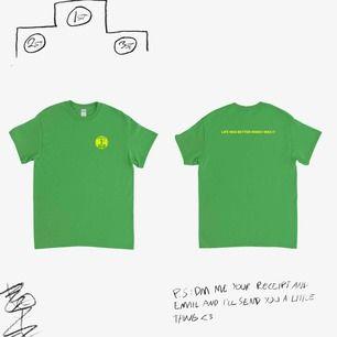 """Jimi Somewhere merch t-shirt, på baksidan står det """"life was better when i was 17"""", använd 1 gång, säljer pga att grön inte är min färg haha, frakt ingår i priset"""