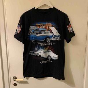 Helt Ny t-shirt köpt på en motorcykelshow här i stockholm, Usa vibes, samma print på baksidan som på framsidan, frakt ingår i priset