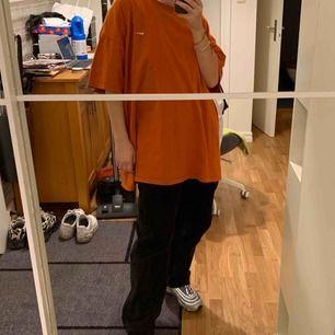 Skitstor orange nike t-shirt i storlek 3XL, köpt secondhand, frakt ingår