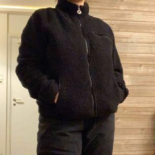 Fila fleece i storlek S, köpt för två år sen på urban outfitters för ca 1300kr, inkl frakt