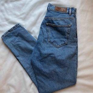 Boyfriend jeans, sitter sjukt fint. Frakten tillkommer