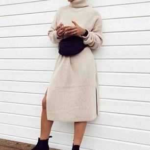 Söker stickad klänning i svart eller vit/beige detta är bikboks kv Piano! Söker denna eller liknande ❣️