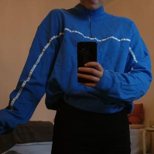 Säljer en oandvänd junkyard tröja. Väldigt stor och mysig! Kan mötas i stockholm eller frakta för 40 kr 😊