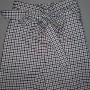 Jätte fina rutiga byxor från h&m. Säljs för att dem inte används.😊