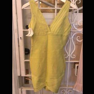Limefärgad bandage dress oanvänd med lapp kvar.