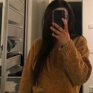 Mysig gul glansig tröja från Gina tricot!! Inte använd 🥰💘
