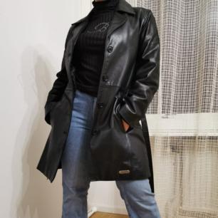 svart läder jacka köpt för över 200 pund i London, inga bud tack :( <3<3