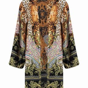 Råka köpa två av denna kimono splitter ny fortfarande o öppnad från påsen💯 Stl 38 men kan passa 36
