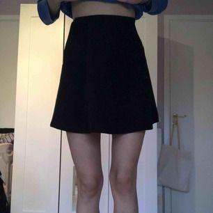 Svart kjol från Cubus, aldrig använd. Köparen står för frakten, möts upp i Huddinge eller Stockholm City
