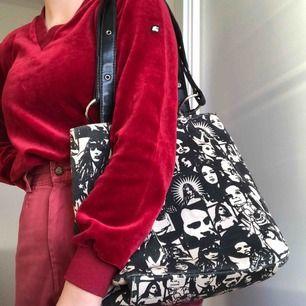 Jättesnygg väska som passar alla tillfällen, fest och vardag!  Med ansikten på⚡️ Vid intresse skickas fler bilder! Ställ gärna frågor✨