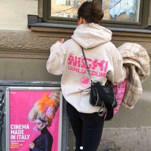 INTRESSEKOLL på min hoodie. Nicki Minaj merch, köpt på konsert! Buda gärna 💘