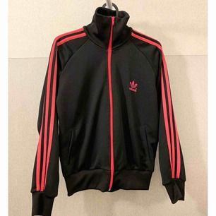Adidas Firebird tröja  Storlek S passar även XS  Mycket fint skick!   Priset kan diskuteras :)  Frakt tillkommer!