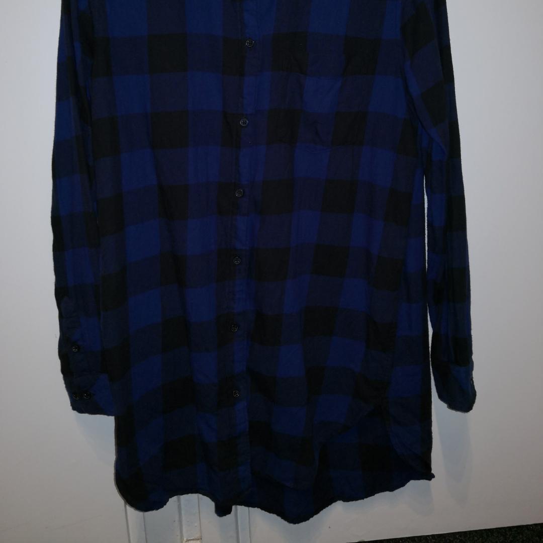 Rutig flanellskjorta från H&M. Bra skick pga inte mycket använd. ❤️ Möts upp i Stockholm, helst på Södermalm. Om du köper flera saker kan vi komma fram till ett bra paketpris.. Skjortor.