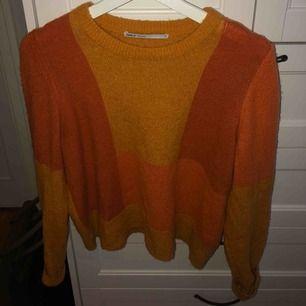 Superfin stickad tröja i varma färger från only. Använd några gånger men i bra skick. Frakt 50kr, pris kan diskuteras.