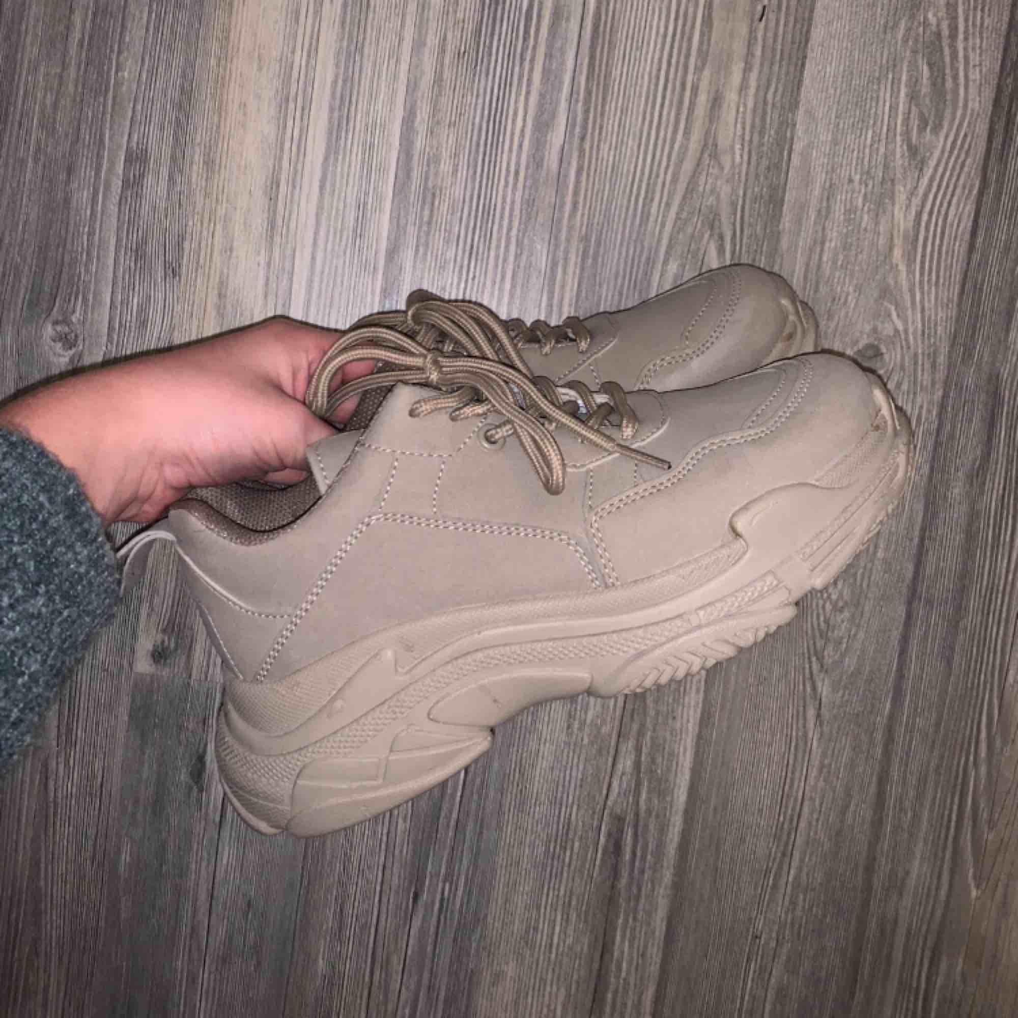 Oanvända skor från Nelly. Frakt tillkommer :) . Skor.