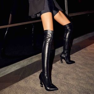 Aldrig använda over knee stövlar i fusk skinn från Luxe to kill.  Nypris var över 900 kr!