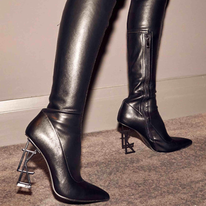 Aldrig använda over knee stövlar i fusk skinn från Luxe to kill.  Nypris var över 900 kr! . Skor.