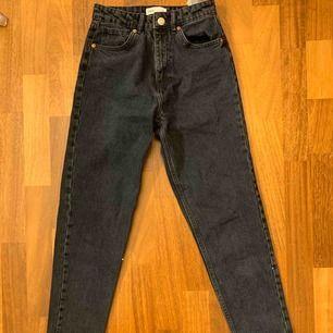 Blå/gråa Mom jeans Använda 1 gång, ny skick