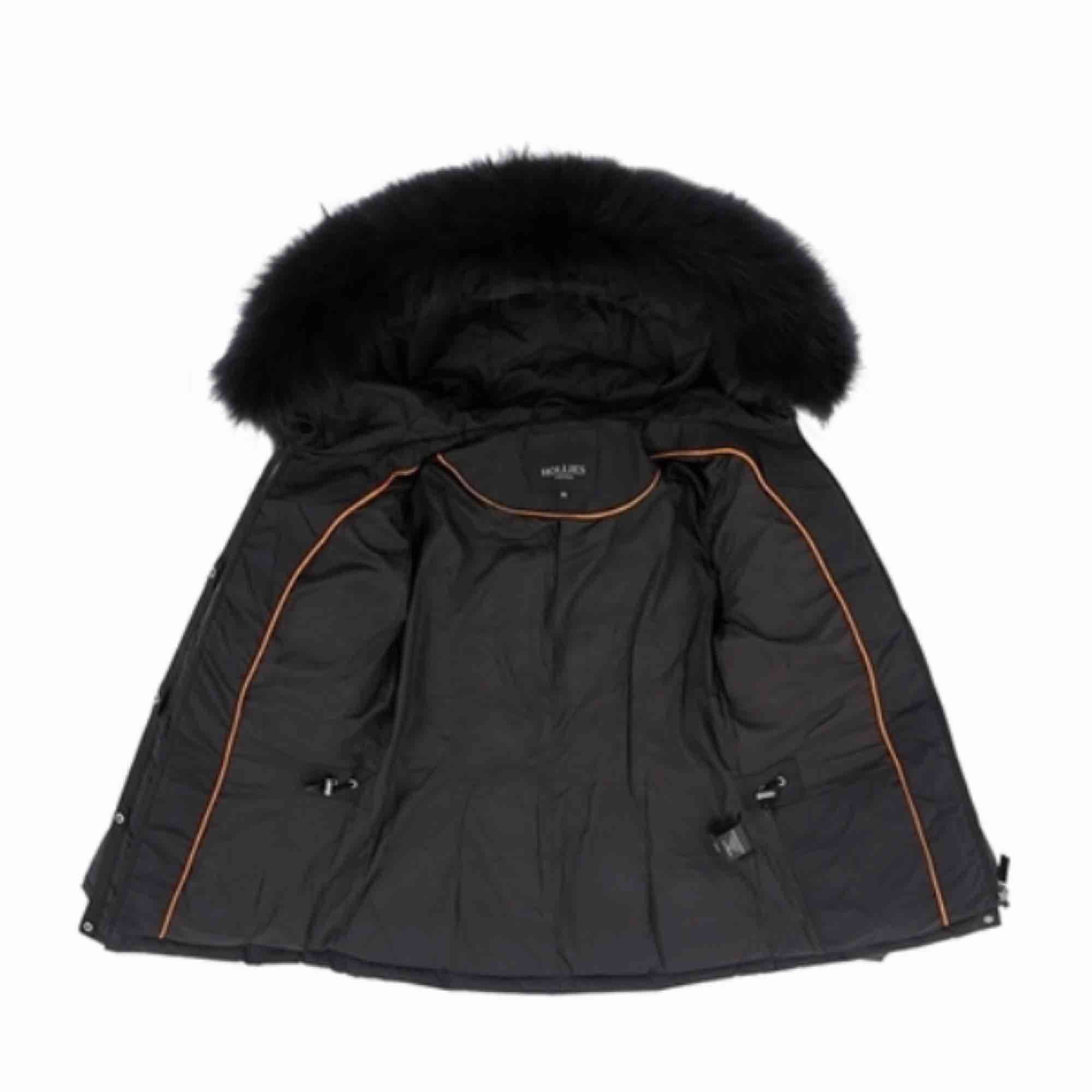 Säljer min livigno jacka, bra skick (använt en vinter).. Jackor.