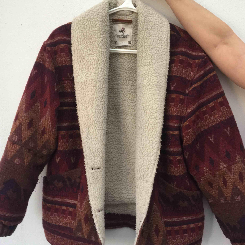 Säljer min pull&bear jacka som jag köpte förra hösten, dock inte använd fler än 5 gånger max. Säljer pga ej min stil längre.  300kr + frakt. Kan gå ner i pris vid snabb affär. Jackor.