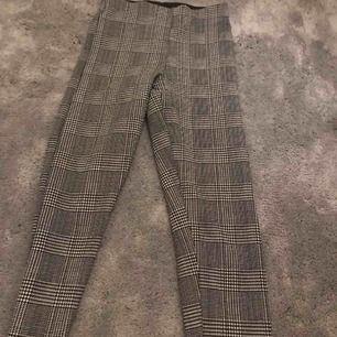 """Jättefina """"kostym"""" byxor! Använda 2 gånger, superfint skick! Från Gina tricot. Strl: xs Nypris: 299 kr Mitt pris: 80 kr +frakt"""