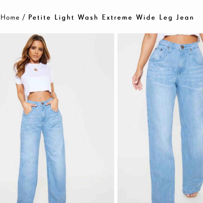 Väldigt fina jeans från pretty little thing som jag tyvärr aldrig använt, tagg finns kvar på . För stora på mig. Nypris: 340kr  Leverans tillkommer. Jeans & Byxor.