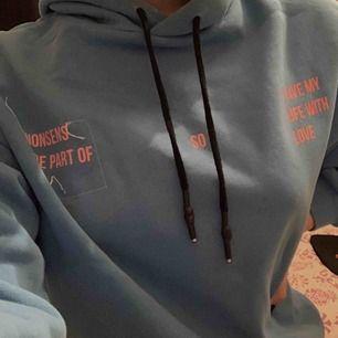 jättefin lite oversized hoodie från Pull&bear. Använd ett fåtal gånger