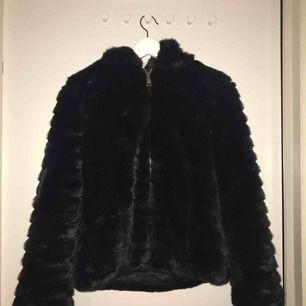 Svart super fin pälsjacka från only , storlek S 150kr +frakt