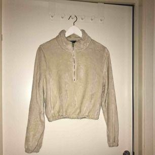 Jättefin tröja i storlek M men passar även s 80kr +frakt