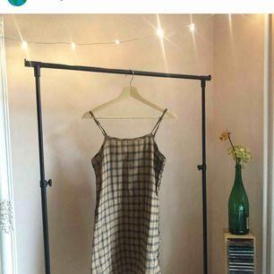 Jättefint klänning som blev tyvärr fel storlek. Har använt den bara 2 gånger. Frakt 30kr