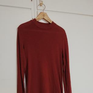 Söt enkel vinröd klänning från H&M. 🌸
