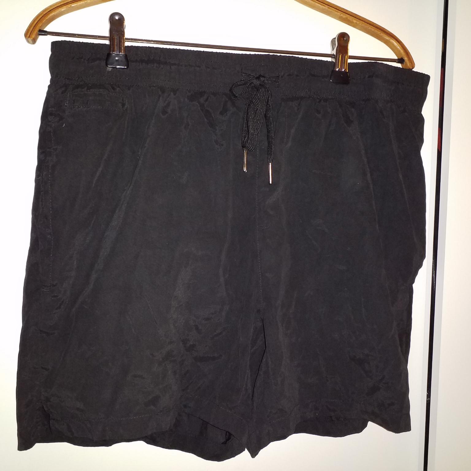 Sköna luftiga löparshorts med fickor och snörning. Shorts.