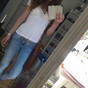Super fina ljusa jeans från G-star. Använda men i gott skick. Säljes då dom blivit för små för mig