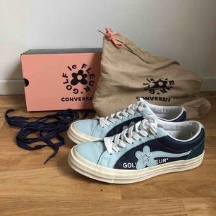 Riktigt snygga Golf le Fleur x Converse skor designade av Tyler, the Creator. Originalkartong, dustbag och extra skosnören i blått medföljer. Använda sparsamt någon enstaka gång! Storlek 42,5 eller US 9