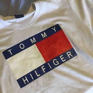 Tommy Hilfiger T-shirt 🥰  Fint skick och bra kvalitet. Frakt: 36kr