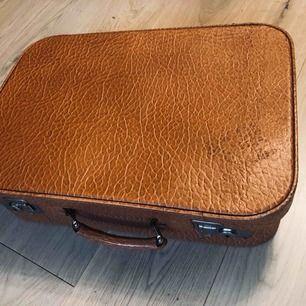 Cool retro resväska! Perfekt för weekend trip!