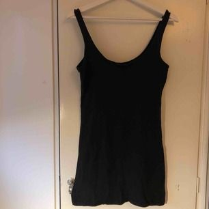 Svart mini dress från primark, den är som vilken mini dress som helst, och jag använder den tyvärr inte längre. Kan mötas upp i Malmö, annars står köparen för frakt! ❤️