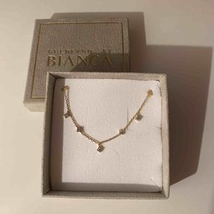Armband i förgyllt silver med kubisk zirkonia från Bianca Ingrossos kollektion med Guldfynd 🌟   Aldrig använt   Nypris 598kr   Skickas i original asken såklart och priset är inklusive frakten ✨