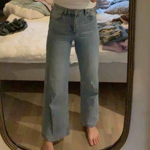 Flare jeans från HM. Säljs för att det är för små för mig.  Jättebra skick, använda fåtal gånger. Kan mötas upp i Stockholm eller frakta