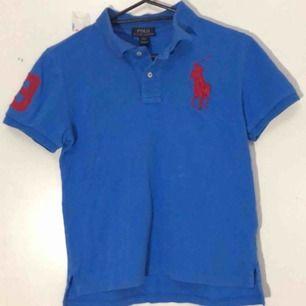 ljusblå ralph lauren polo tröja i barnstorlek