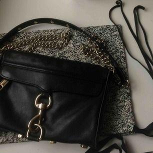 Superfin väska från Rebecca Minkoff, nypris ca 2400 Gott skick med få slitage Orginalpåse medföljer med äkthetsbevis