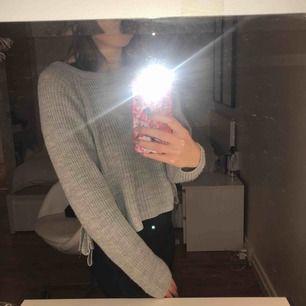 Skön stickad tröja, nästan oanvänd (är som en S)
