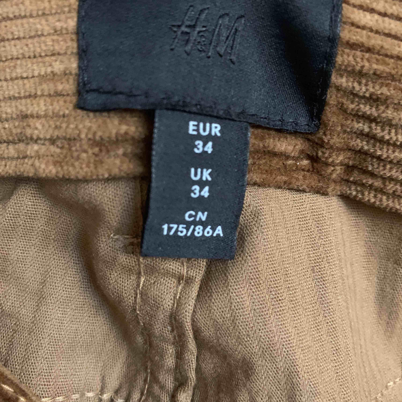 Manchester byxor från herr avdelningen. Storlek 34 HERR!!  aldrig använda.  Buda gärna!  Köparen står för frakten Kan mötas upp i Västerås . Jeans & Byxor.