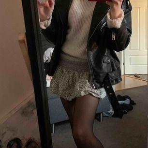 Så fin somrig kjol från Asos ! Så najs på vintern till en varm tröja