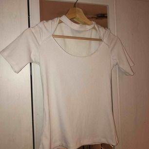 Snygg skön tröja från zara. Cool urklippt urringning!