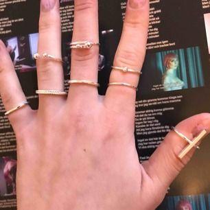 snygga ringar!! skitfräna och passar på flera olika fingrar. en ring för 10kr rabatt vid köp av flera!! kontakta för mer info eller fler bilder!!🌸💗