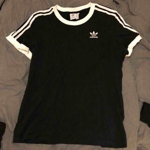 Lös modell adidas t-shirt använd ett par gånger. Inköpt för 40€ i Dublin ett halvår sen.