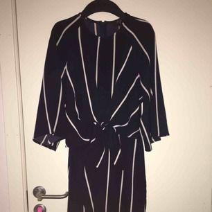En jättefin klänning från Madlady, lite liten för mig i midjan men passar bra på en S