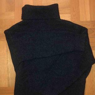 Mörkgrå stickad tröja från H&M :)