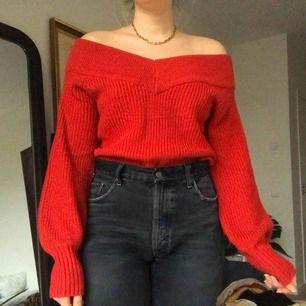 Jättefin stickad tröja, perfekt till julen❣️ visas på mig som vanligtvis har storlek M, frakt tillkommer